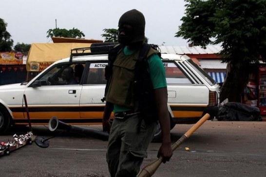 COTE D'IVOIRE : Trois soldats radiés après des tirs dans un camp militaire (armée)