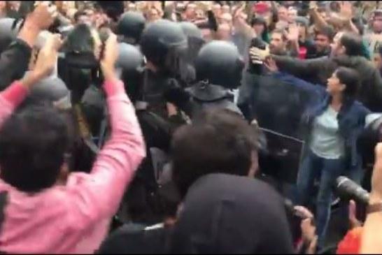 CATALOGNE : La police espagnole tire des balles de caoutchouc devant des bureaux de vote
