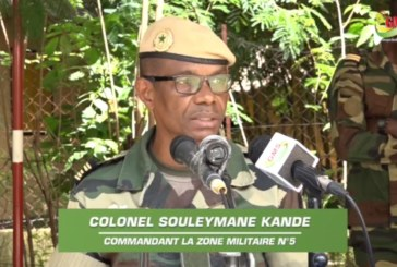 LE COMMANDANT DE LA ZONE MILITAIRE N°5 REND HOMMAGE À SES COMPAGNONS D'ARMES DISPARUS ET EXHORTE AUX ORPHELINS AU TRAVAIL
